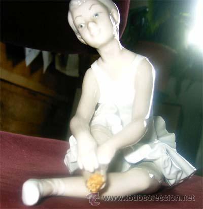 FIGURA DE BAILARINA DE NAO. FALTA TROZO DE PIE. MEDIDAS (Antigüedades - Porcelanas y Cerámicas - Otras)