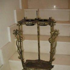 Antigüedades: MESITA DE FUMADOR EN HIERRO FF.SG.XIX. 1890 -1918. ART NOUVEAU. MIDE 75 X 37 X 28 CM. NACAR GUILLOTI. Lote 14276306