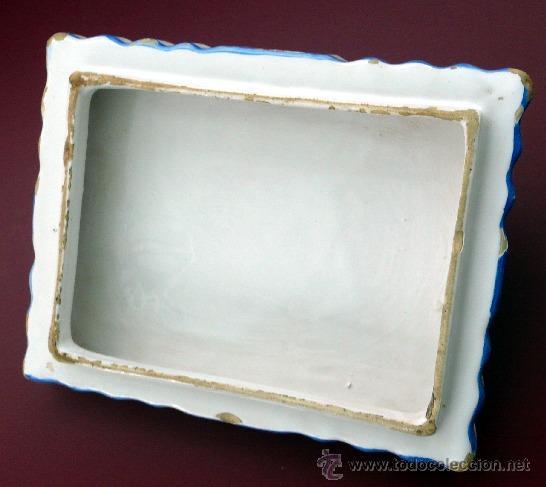 Antigüedades: ALCORA - ANTIGUA MANTEQUERA O GALLETERA DE CERÁMICA ONDULADA Y DECORACIÓN FLORAL - AÑOS 40 - Foto 5 - 27435977