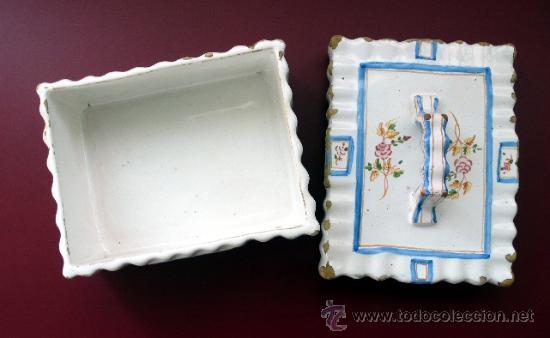 Antigüedades: ALCORA - ANTIGUA MANTEQUERA O GALLETERA DE CERÁMICA ONDULADA Y DECORACIÓN FLORAL - AÑOS 40 - Foto 9 - 27435977