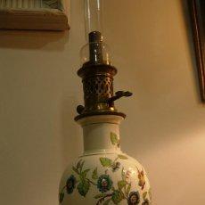 Antigüedades: QUINQUE DE PORCELANA Y ESMALTE RESALTADO CON ADORNOS FLORALES Y MARIPOSAS. Lote 26577977