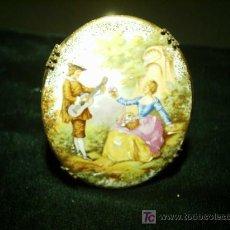 Antigüedades: PRENDEDOR DE LIMOGES EN PORCELANA.. Lote 26658327