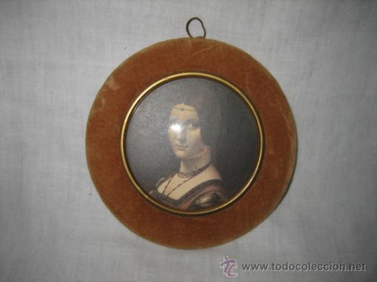ANTIGUO MARCO EN TELA CON ADORNO EN LATON (Antigüedades - Hogar y Decoración - Portafotos Antiguos)