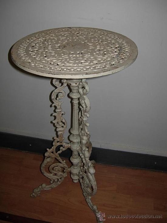 Mesita de hierro con patas en forma de tripode comprar for Baneras antiguas con patas baratas