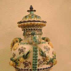 Antigüedades: JARRON CON TAPA DE MANISES. Lote 26935915