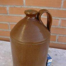 Antigüedades: CANECO DE CERAMICA INGLES. GRES DE DENBY. GARRAFA DE WHISKY. STONEWARE WHISKY DECANTER JAR. Lote 26984477