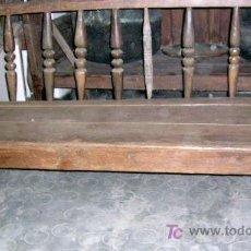 Antigüedades: ESCAÑO ANTIGUO CASTELLANO. EN PINO GREDOS. MEDIDAS: 168X72X110. CM. .. Lote 26896396