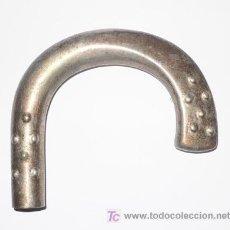 Antigüedades: EMPUÑADURA DE BASTON- METAL: NIKEL-SILVER- SIN ABOLLADURAS-10,2 X 9,2 CMS- VELL I BELL. Lote 26351338