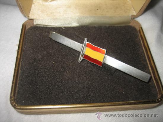 SUJETACORBATAS DE PLATA CON LA BANDERA ESPAÑOLA ESMALTADA (Antigüedades - Plateria - Varios)