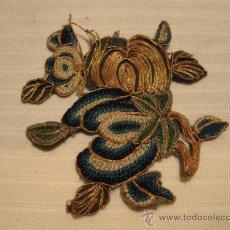 Antigüedades: ELABORADO ADORNO PARA VESTIDO O BOLSO ART NOUVEAU. PP.SG.XX. 1890 - 1910. HILOS ORO.. Lote 12786718