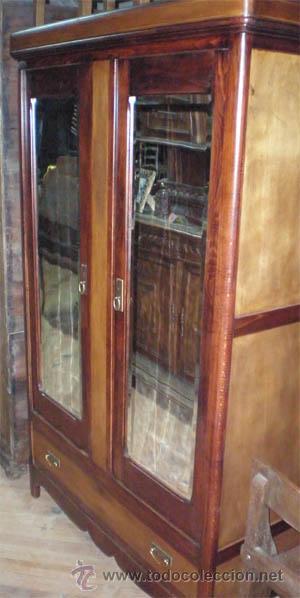 Armario ropero antiguo de madera con dos puert comprar armarios antiguos en todocoleccion - Armario ropero 4 puertas ...