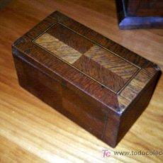 Antigüedades: ANTIGUA CAJA DE MADERA CON MARQUETERIA DE FORMAS GEOMETRICAS. Lote 27013681