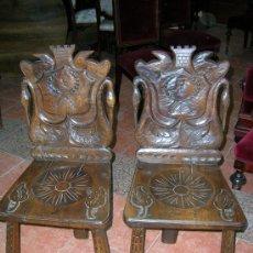 Antigüedades: PAREJA DE SILLAS EN NOGAL S-XVIII TENTACIONES. Lote 27377308