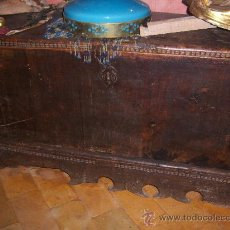 Antigüedades: ARCA DEL SIGLO XVI NOGAL. Lote 26348554