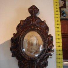 Antigüedades: BENDITERA ANTIGUA DE MADERA TALLADA. Lote 27092194