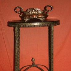 Antigüedades: ANTIGUA MESA ART DECO DE BRONCE Y CAREY. Lote 12399372