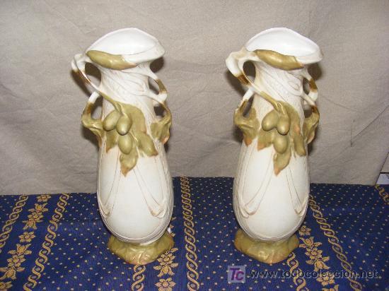 PAREJA JARRONES PORCELANA ROYAL DUX SELLADA CIRCA 1900 (Antigüedades - Porcelana y Cerámica - Alemana - Meissen)