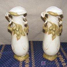 Antigüedades: PAREJA JARRONES PORCELANA ROYAL DUX SELLADA CIRCA 1900. Lote 27575501