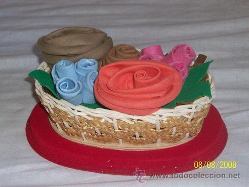 Antigüedades: canasta mimbre con pañuelos de bolsillo en forma de rosas - Foto 2 - 27527304