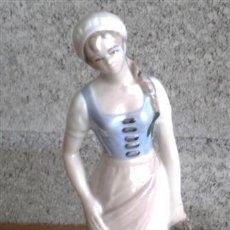 Antigüedades: CAMPESINA DE PORCELANA .. TITO (SEGOVIA). Lote 22778590