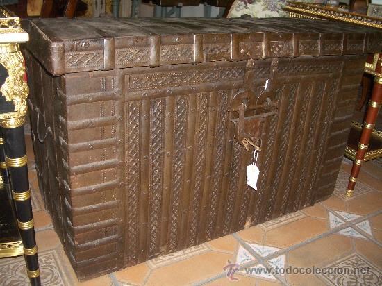 IMPRESIONANTE ARCON HIERRO ANTIGUO ARCA, CAJA DE CAUDALES. (Antigüedades - Muebles Antiguos - Baúles Antiguos)