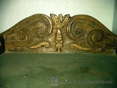 Antigüedades: Mesita antigua rustica con talla en frente y laterales - Foto 6 - 26638675