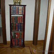 Antigüedades: MUEBLE CON COLECCION DE LIBROS CLÁSICOS ENCUADERNADOS EN RÚSTICA. Lote 26081155