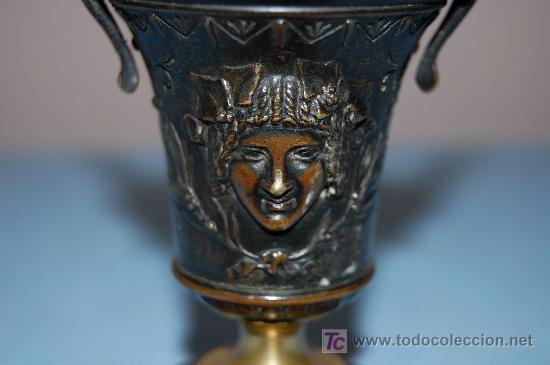 Antigüedades: COPA DE BRONCE ESTILO IMPERIO CON RELIEVE Y BASE EN MADERA FINALES S XIX - Foto 3 - 27197407
