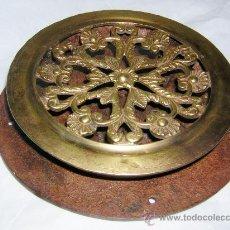 Antigüedades: GRAN MIRILLA DE BRONCE CON PARTE INTERIOR DE HIERRO, CREO QUE S. XVIII -- XIX. Lote 26780487