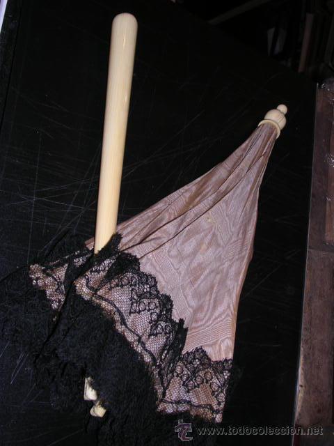SOMBRILLA,SEDA Y PUNTILLA MANGO 2 PIEZAS DE MARFIL TALLADO.S.XIX--63 CM. DE LARGO- (Antigüedades - Moda y Complementos - Mujer)