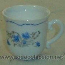 Antigüedades: TAZA DE CAFÉ DECORADA CON MOTIVOS FLORALES MARCA ARCOPAL-MEDIDA 6*6 CMS.. Lote 26320151