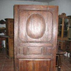 Antigüedades - Puerta de principios de siglo XIX en madera de pino. - 27488633