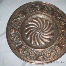 Antigüedades: PLATO DE COBRE ESTILO RENACIMIENTO DE PRINCIPIOS SIGLO XX. Lote 27346848