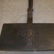 Antigüedades: TENAZAS PARA HACER GALLETAS FECHADA 1811. Lote 26909776