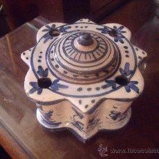 Antigüedades: MUY ANTIGUO TINTERO EN CERAMICA DE TRIANA SELLADO.. Lote 27500189