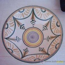 Antigüedades: PLATO MUY DECORATIVO PARA COLGAR. Lote 21634740