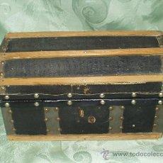 Antigüedades: COFRE EN FORMA DE BAUL ANTIGUO. Lote 26674119