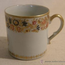 Antigüedades: TAZA PORCELANA ESPAÑOLA PRINCIPIO S XIX FRANJA FLORAL CON DORADOS. Lote 14810456