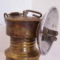 Oggetti Antichi: PEQUEÑA LAMPARA DE MINAS DE LATON , MARCA BUTTERFLY (9,5CM DE ALTO APROX). Lote 20175960