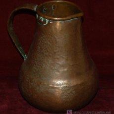 Antigüedades: ANTIGUA JARRA EN COBRE MARTELEADO DEL SIGLO XIX. Lote 27598020