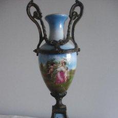 Antigüedades: JARRÓN FRANCES EN PORCELANA PINTADA SIGLO XIX. Lote 26291718