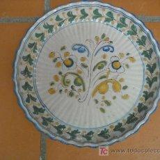 Antigüedades: FUENTE ANTIGUA NAVEIRO TALAVERA ANTIGUA. ACANALADA.. 29 CM DIÁMETRO.. Lote 27366459