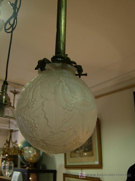 Antigüedades: LAMPARA DE BRONCE DE TECHO EN FORMA DE GLOBO DE CRISTAL - Foto 2 - 27570673