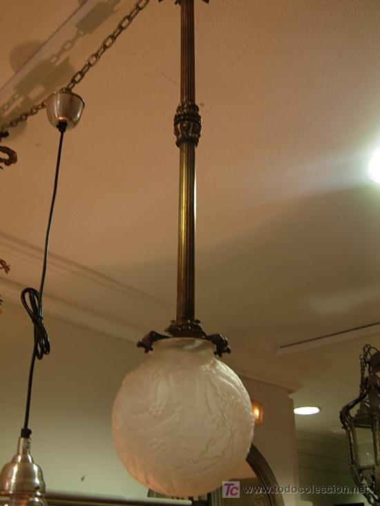 Antigüedades: LAMPARA DE BRONCE DE TECHO EN FORMA DE GLOBO DE CRISTAL - Foto 4 - 27570673