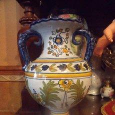 Antigüedades: PRECIOSO JARRON PINTADO A MANO TALAVERA.. Lote 132327081
