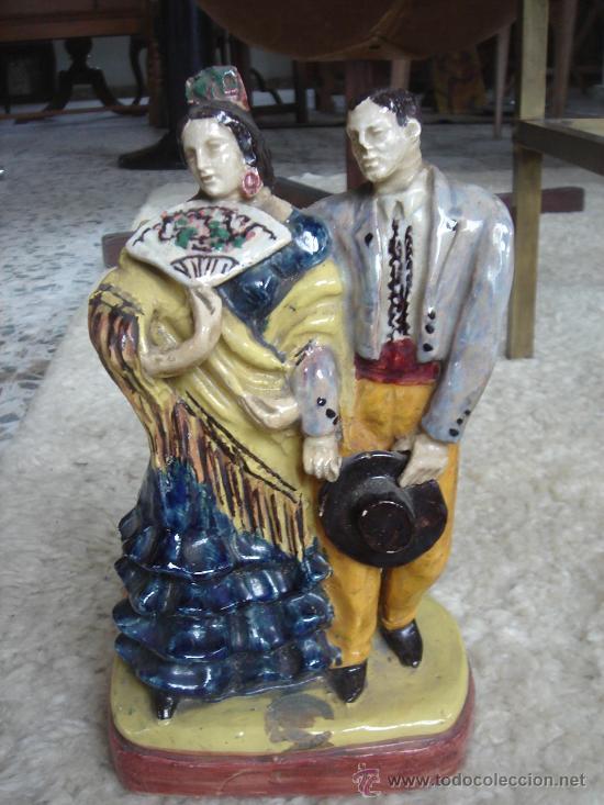 FIGURA DE TRIANA, SEVILLA, CERÁMICA SANTA ANA. MANTIENE PARTE ETIQUETA. ALTURA APROX.: 24 CMS. (Antigüedades - Porcelanas y Cerámicas - Triana)