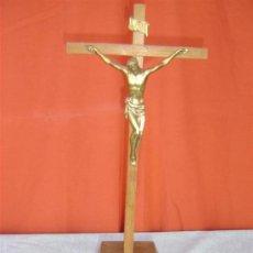 Antigüedades: CRISTO EN BRONCE Y CRUZ DE MADERA. Lote 15748519