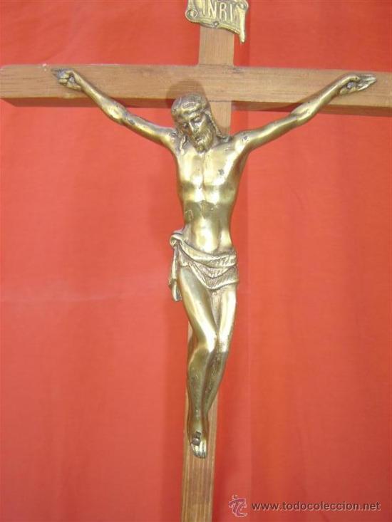 Antigüedades: cristo en bronce y cruz de madera - Foto 2 - 15748519