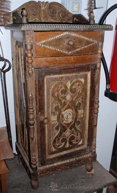 Antigüedades: Mesita antigua rustica con talla en frente y laterales - Foto 7 - 26638675