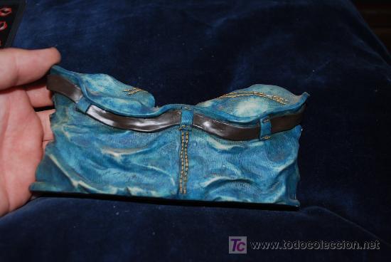 Antigüedades: precioso marco con motivo de pantalon americano , para poner fotos, ver ancho 16cm, - Foto 3 - 136757218